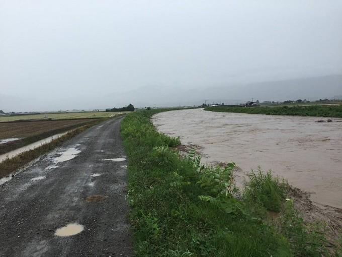 8月23日台風 川氾濫