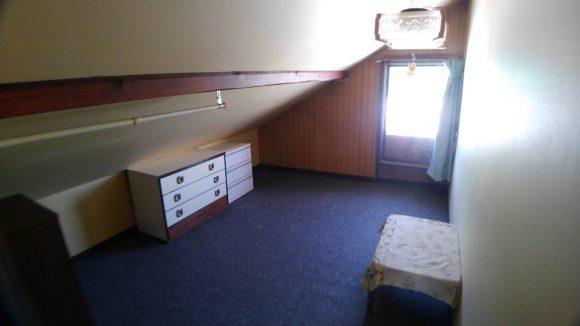 女子寮個室